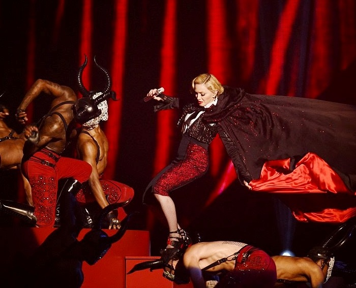 Madonna-Fall-4 (700x567, 106Kb)