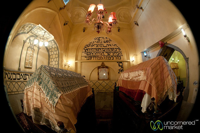 4638534_Hamadan__Mausoleum_of_Esther_and_Mordechai3 (700x465, 123Kb)