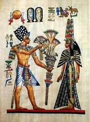 На папирусовых фабриках эту тростниковую бумагу до сих пор делают по рецептам древних египтян.