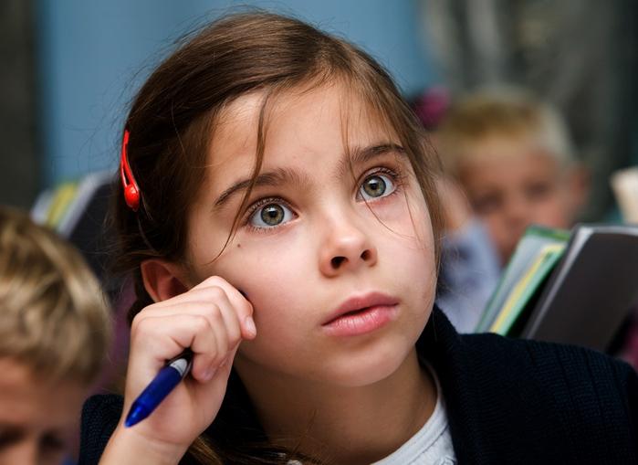 По слогам писать слова учат в школе, учат в школе.... Выдержки из школьных сочинений.