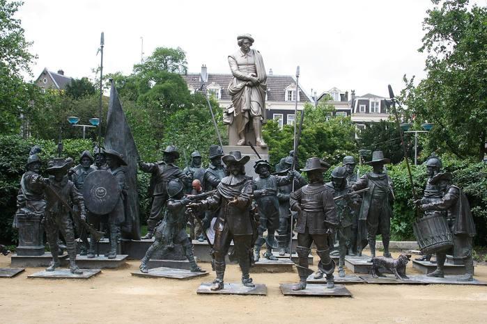 Интересная монументальная скульптура - Страница 2 32539040_Amsterdam_ploschad_Rembranta