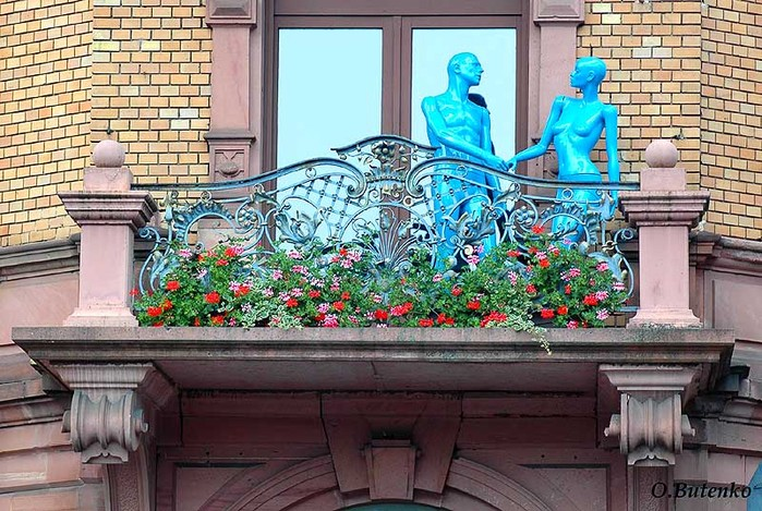 Интересная монументальная скульптура - Страница 2 32539073_Ashaffenburg___na_balkone