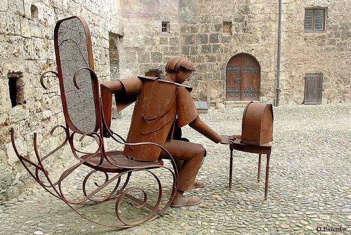Интересная монументальная скульптура - Страница 2 32540300_Germaniya_Burghauzen_Meloman