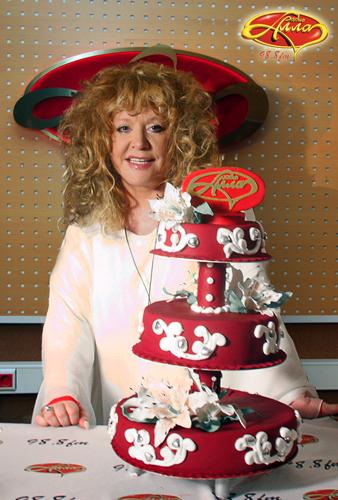 фото торта с миллионом роз для аллы пугачевой