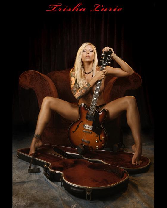 Фото голой девочки с гитарой 18 фотография