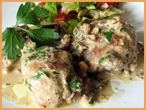 Курица в сливочно коньячном соусе с