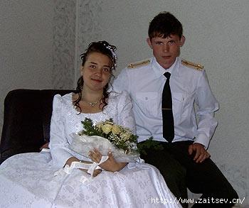 Лейтенант Владимир Мечетный с женой Еленой.