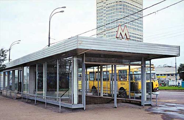 Ежедневно усредненный пассажиропоток через Юго- Западную составляет...  Метро является конечной станцией метро, и ТПУ...