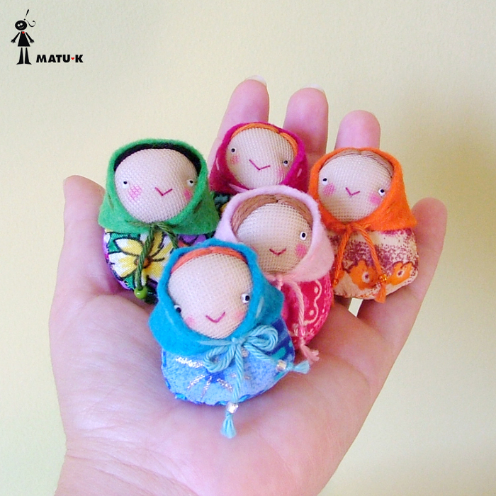 gift presents: mini dolls for accessories