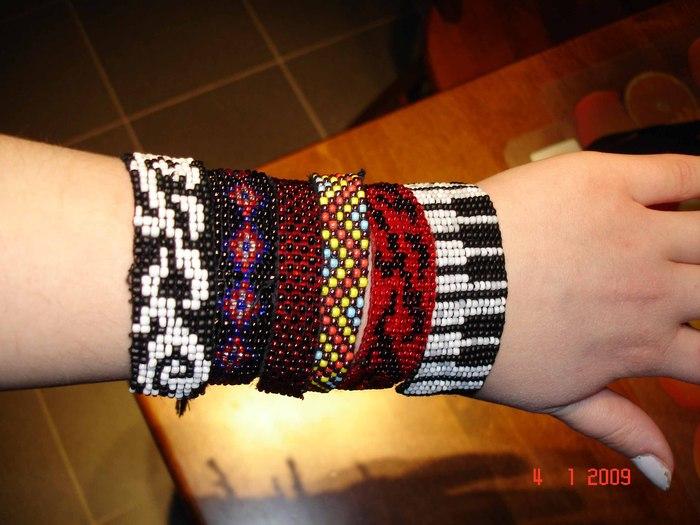 Браслеты из бисера, разнообразные схемы, мастер классы и описание изготовления браслетов. плетение колье в технике...