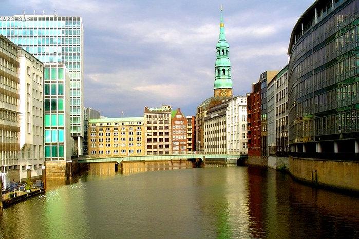 25491943_Hamburg___Germany_by_nelsonaf (699x466, 111Kb)