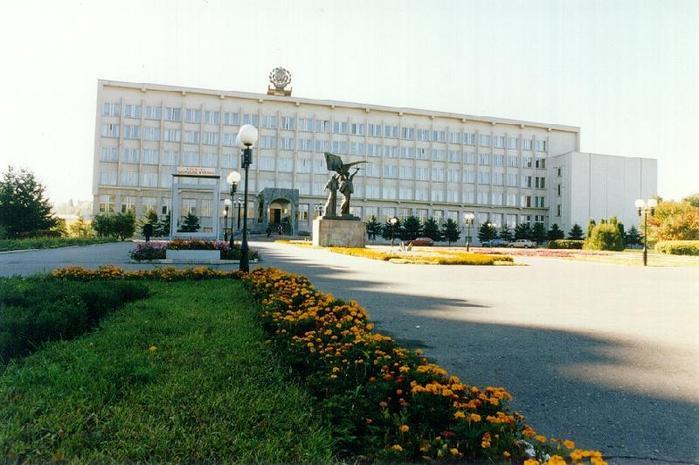 АДМИНИСТРАЦИЯ ПЕНЗЫ.  Площадь перед администрацией.