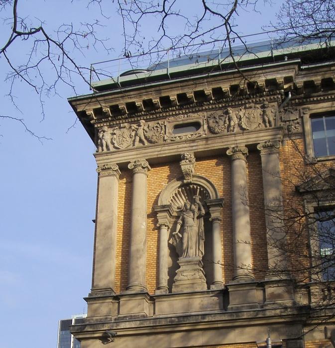 Музей К-21 - Художественное собрание произведений 21 века разместилось в Дюссельдорфе в здании бывшего парламента.