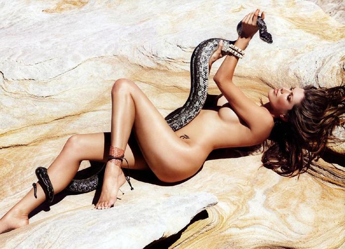 Девушка со змеёй 343КБ