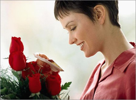 Автор.  Недавно сотрудница поделилась - муж не дарит цветы.  Соответственно, вопрос - что с ним делать.