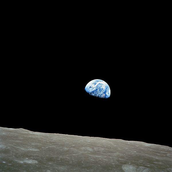 600px-NASA-Apollo8-Dec24-Earthrise (600x600, 21Kb)