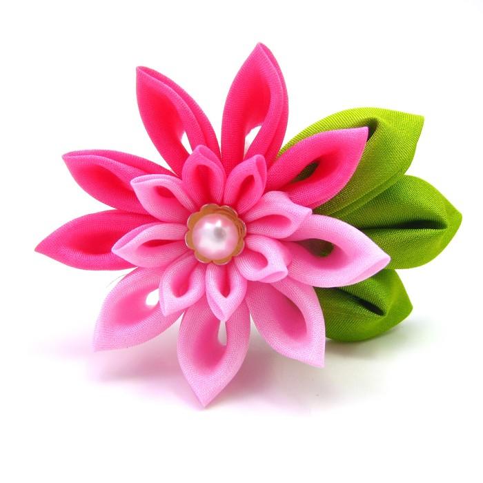 МК цветы из ткани и атласных лент.