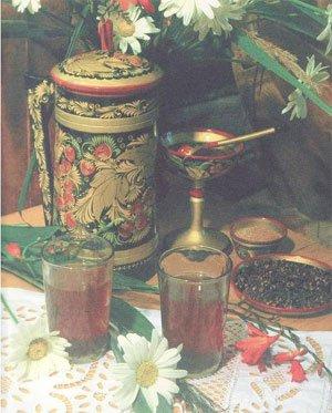 В старину на Руси был очень популярен горячий сладкий напиток - сбитень.