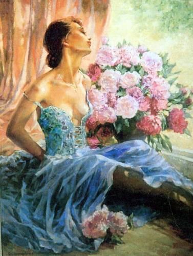 Женщина на фоне окна.