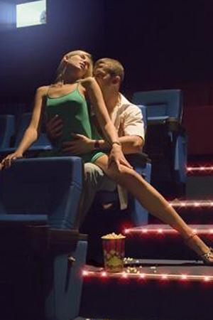 Фото в кинотеатре секс