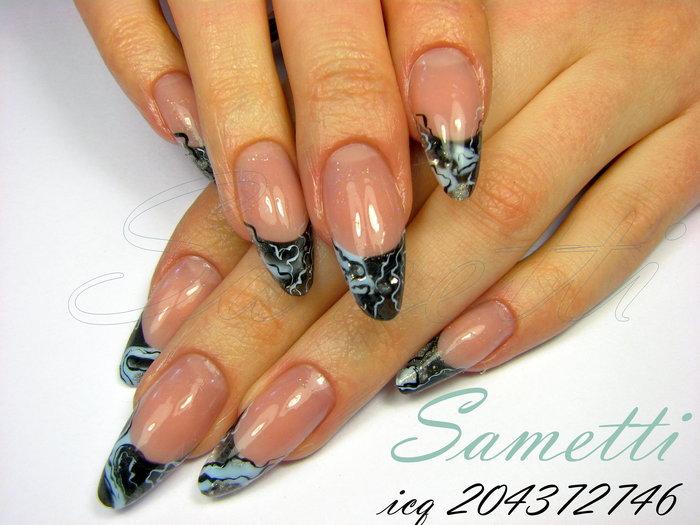 Нарощенные овальные ногти френч с рисунком