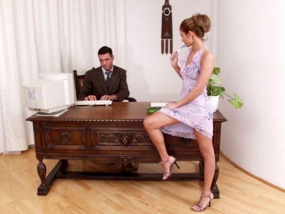 Латинская секретарша удовлетворяет босса в кабинете  563514