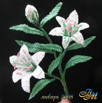 Лилия из бисера ... осваивала прием плетения из бисера ... впечатлили схемы.