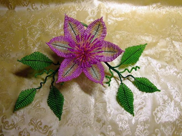 Рхемы плетения из бисера - жгуты.  Очень понравились эти цветочки.