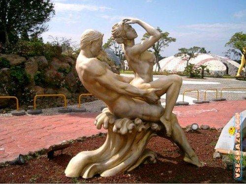 Секс со статуями видео