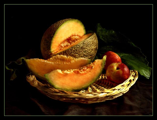 Натюрморт с персиками: