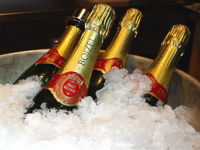 46184161_28792801_champagnew.jpg