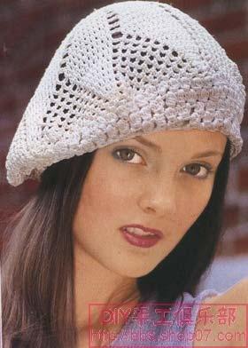 Возьмите с собой на отдых вязаную шляпу.  Или хотя бы пряжу, чтобы эту шляпу связать.  Идеи и схемы для их воплощения.