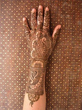 ...использовали хну как средство украшения.  Индийские женщины украшали...