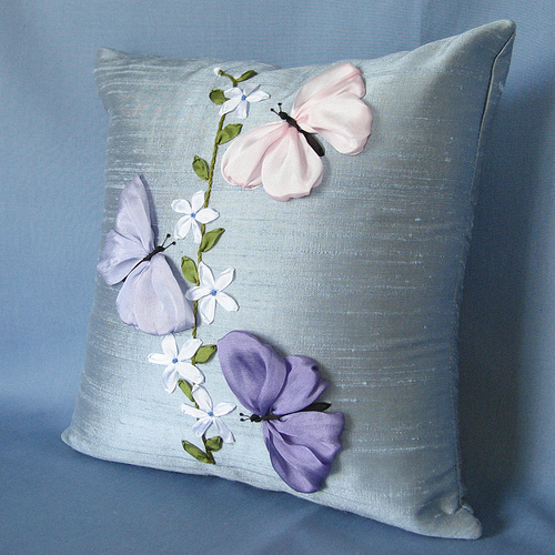 Вышивка лентами декоративные подушки.
