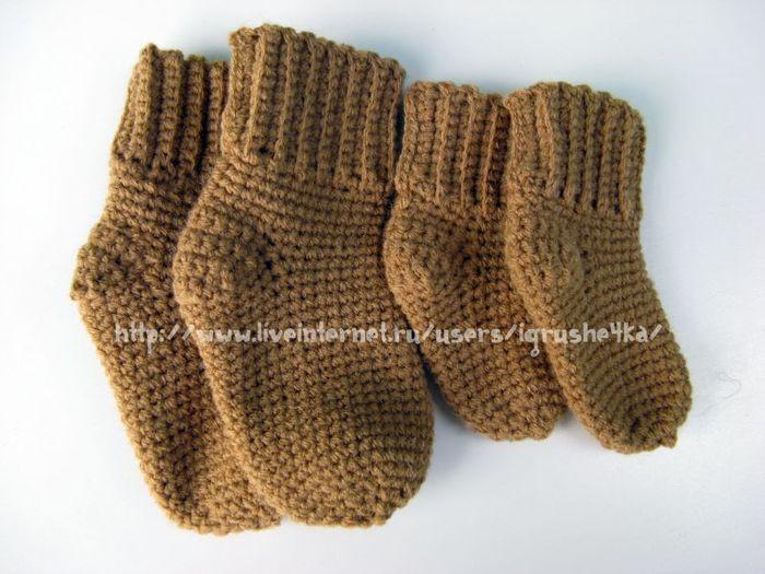 Большое спасибо Татьяне Василенко, которая любезно поделилась этим способом вязать носки.  Детские носки крючком.
