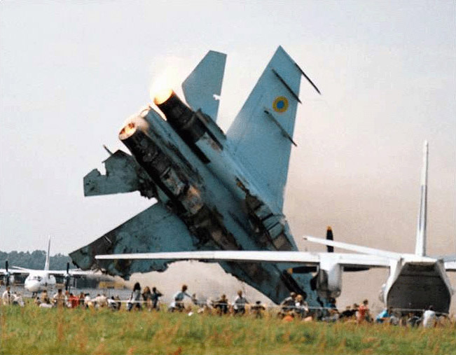СМИ самолет, пилот которого скончался в финском аэропорту, перевозил россиян
