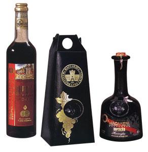 портвейн Красный Массандра выпускается в подарочной упаковке. Крепкое марочное вино