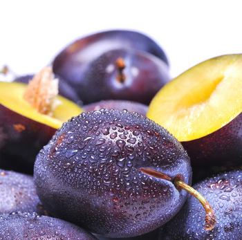 ...меню напитков, можно сочетать сливу с грушами, яблоками и айвой, а...