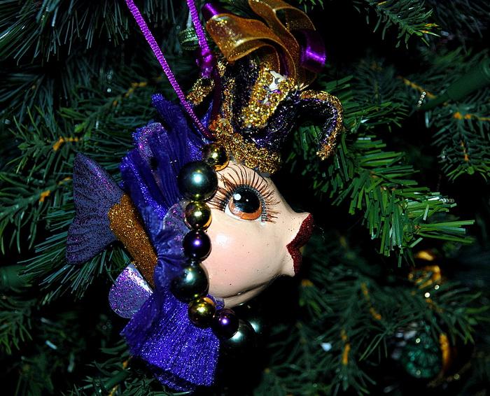 Красивая игрушка на елку