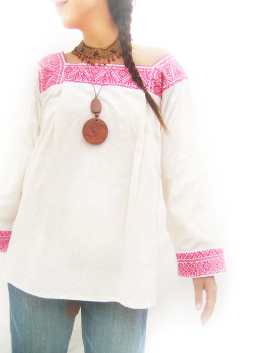 ...есть этностиль, это современная одежка в стиле этно просто... причем...