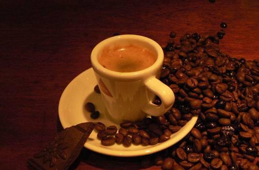Люблю мечтать,вдыхая аромат горячего кофе и дым...