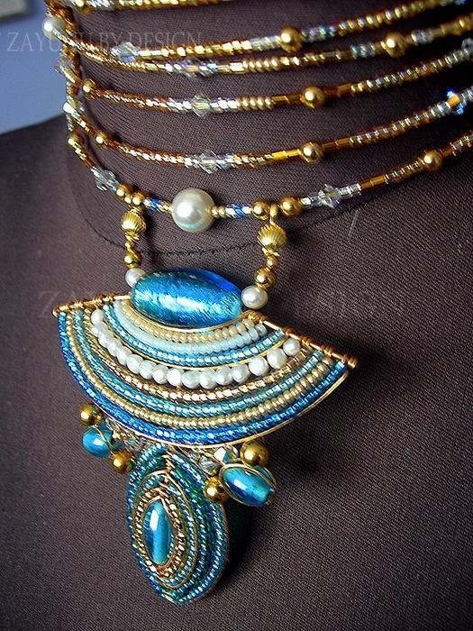 Красивые африканские украшения из бисера.  Прочитать целикомВ.