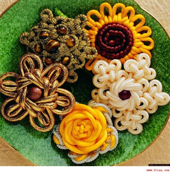 Цветы из шнура