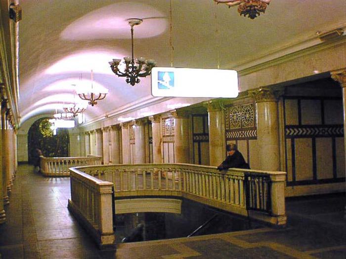 """в 1950 году в Москве в составе первого участка Кольцевой линии открыта станция метро  """"Павелецкая """"."""