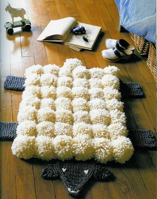 Объемные разноцветные шарики из ткани или пряжи не только красивы сами по себе.  Из помпонов, как оказалось, можно...