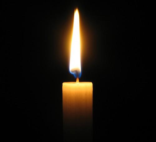 Необычный способ зажигать свечи)))