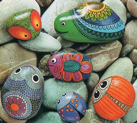 Роспись камней.  Отдыхая, можно собирать камушки и делать из них в меру художественных способностей вот такие штучки.