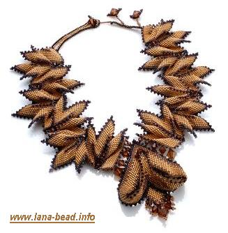 Украшения из бисера является одной из самых древних видов искусства.  Тысячелетий назад, ожерелья и браслеты...