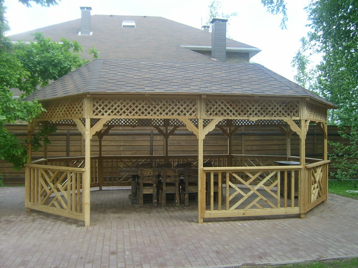 Изготовление деревянных конструкций, беседок различных форм (прямоугольных, квадратных...