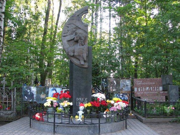 Памятники в спб на могилу на кладбище цены на памятники в ростовской области